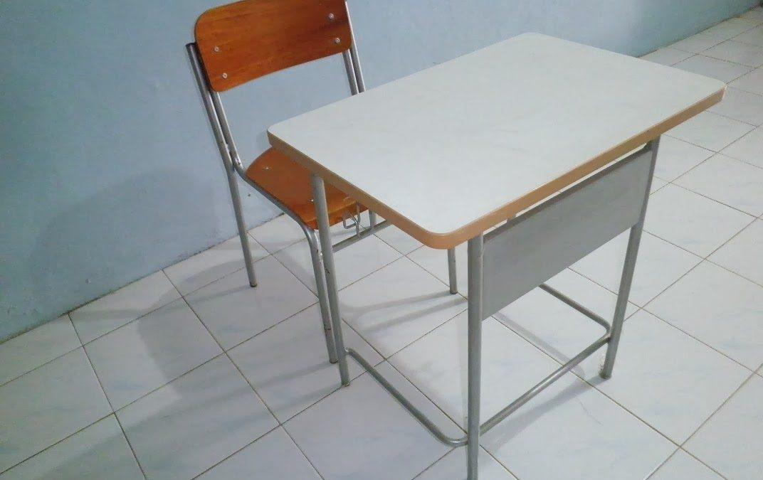 Meja dan Kursi  yang nyaman meningkatkan minat baca anak